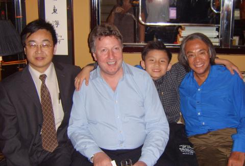 Left to right: Wang WeiXiu (vice-editor in chief of Xing Tao Daily), Leslie Howard, Zhang Shengliang and David Tang